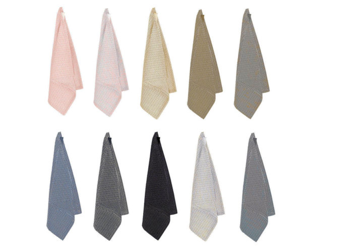 Kitchen cloth in 100% organic cotton. The entire product is plastic free, including the thread and the label. Can be used as a kitchen cloth, a small guest towel or wash cloth for face and hands. Choose from many two tone woven colours, including dark grey, light grey, stone, blue grey, dark blue and stone rose. 35 x 30cm