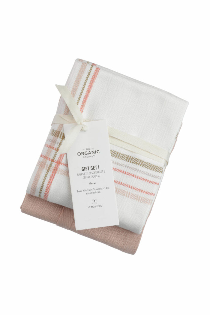 A long lasting kitchen towel gift set with two large kitchen towels in a complementary colour palette. Presentable, thoughtful and sustainable. Each towel measures 53 x 86 cm. Seen here in Floral check colour mix.