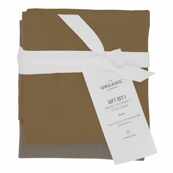 A long lasting kitchen towel gift set with two large kitchen towels in a complementary colour palette. Presentable, thoughtful and sustainable. Each towel measures 53 x 86 cm. Seen here in Earth colour mix.