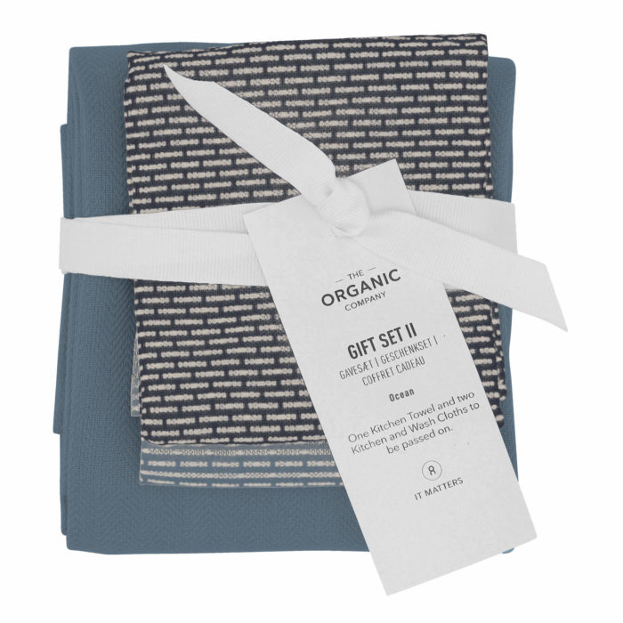 A long lasting eco friendly gift set with one large kitchen towel and two wash cloths in a complementary colour palette. Presentable, thoughtful and sustainable. Seen here in Ocean.