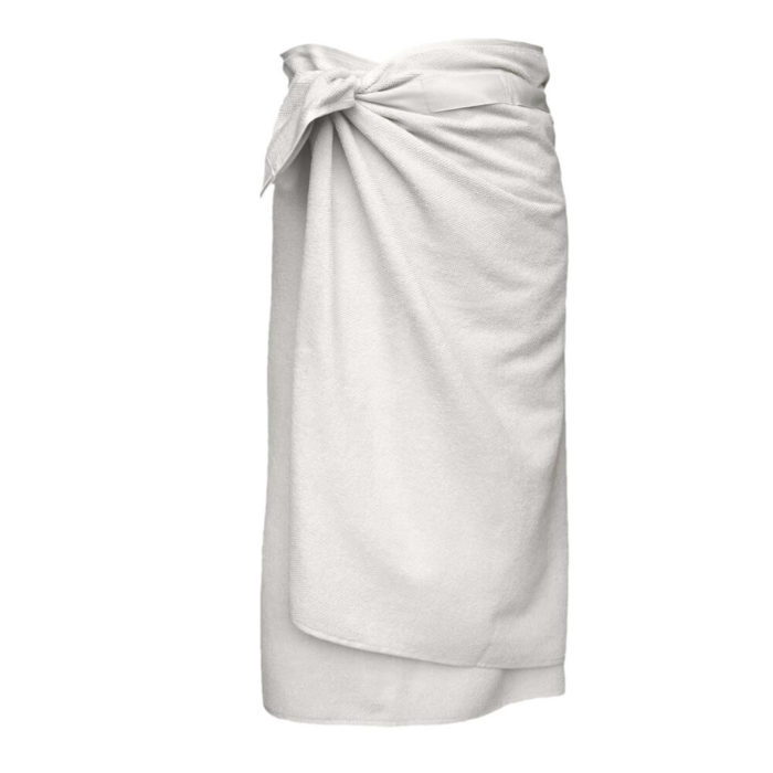 These organic terry weave large bath towels are designed to give you both comfort and functionality with their clever wrap style. Seen here in natural white. Use this large terry cotton wrap around towel as large bathroom towels, as beach towels or beach blankets, or as a gym towel. 160 x 75 cm, 100% ethically made GOTS certified organic cotton Weaving: Terry, grosgrain ribbon