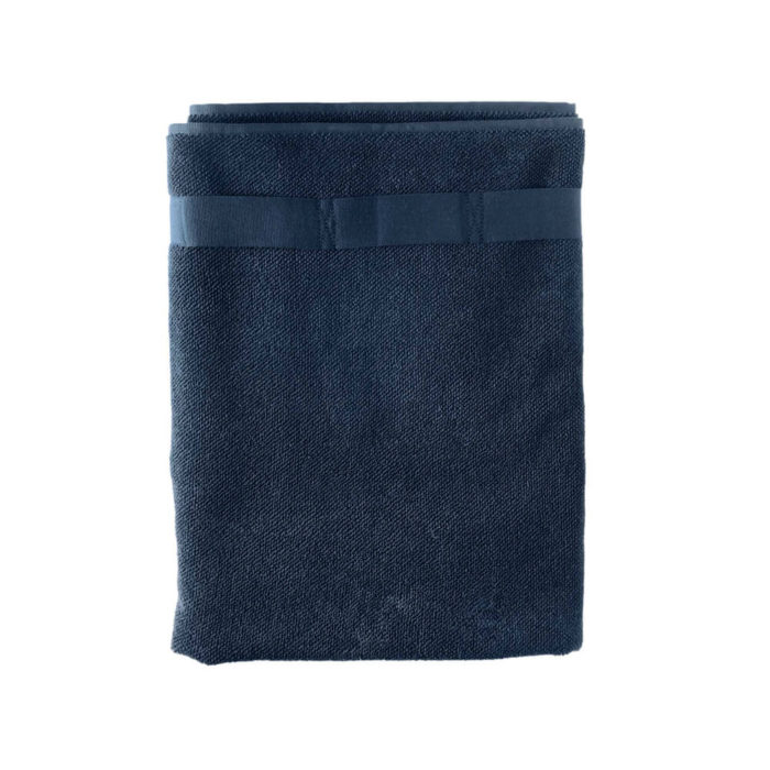 These organic terry weave large bath towels are designed to give you both comfort and functionality with their clever wrap style. Seen here in dark blue. Use this large terry cotton wrap around towel as large bathroom towels, as beach towels or beach blankets, or as a gym towel. 160 x 75 cm, 100% ethically made GOTS certified organic cotton Weaving: Terry, grosgrain ribbon