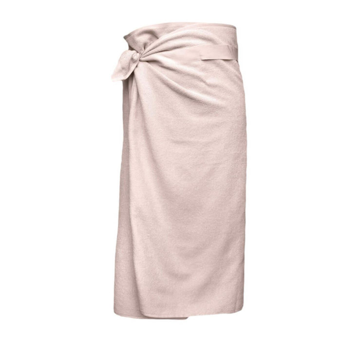 These organic terry weave large bath towels are designed to give you both comfort and functionality with their clever wrap style. Seen here in rose. Use this large terry cotton wrap around towel as large bathroom towels, as beach towels or beach blankets, or as a gym towel. 160 x 75 cm, 100% ethically made GOTS certified organic cotton Weaving: Terry, grosgrain ribbon