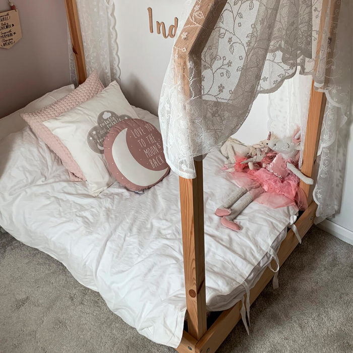 Child and toddler bedding set - pure white - organic linen / bamboo: Made from a soft blend of organic flax linen and bamboo in a pure white colour, creating a soft and caring environment for your child. Soft, sustainable, hypoallergenic and moisture absorbent. The child and toddler bedding set Includes: 1 Pillowcase 1 Fitted sheet 1 Duvet cover Organic linen and bamboo makes our bedding even softer and easier to look after without compromising on any of the usual linen qualities. Naturally antibacterial, hypoallergenic and moisture absorbent, our bed linens are also kind to the skin due to the fabric's neutral pH level and its ability to help regulate the body temperature of its users. Both linen and bamboo are advisable for even the most sensitive and eczema prone skin, becoming the perfect solution to ensure a good night's sleep. The children's bedding is enclosed by linen ties (pillowcase and duvet cover) Children's linen bedding dimensions: Toddler bedding set: Pillowcase: 36cm x 58cm Duvet cover: 120cm x 140cm Fitted sheet: 70cm x 140cm x 14.5cm Child bedding set: Pillowcase: 50cm x 75cm Duvet cover: 140cm x 200cm Fitted sheet: 90cm x 190cm x 30cm
