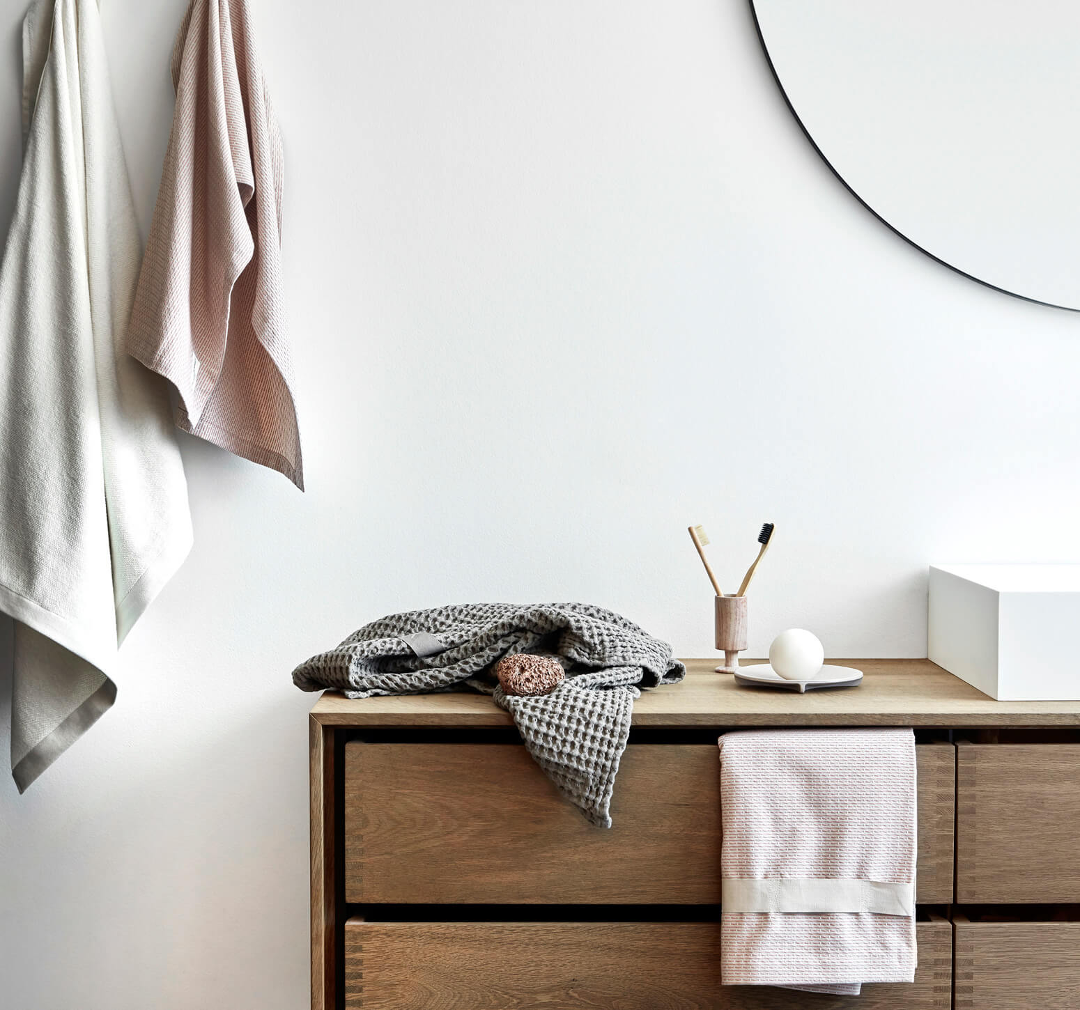 Home and bath towels, blankets and more by The Organic Company. Earthy and minimalist Scandinavian colours.