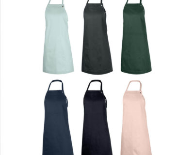 Children's apron - Junior age 7-11 in durable organic cotton. Inviting young chefs to cook, bake and be creative with their families. A simple and practical children's apron design with a neck and waist strap. There is no print on this apron, the design is timeless. Available in dark grey, dark green, dark blue, black, pale rose and sky blue. 60 x 80 cm For younger chefs, we have the Kids Apron, for 3-6 year olds, also from The Organic Company.
