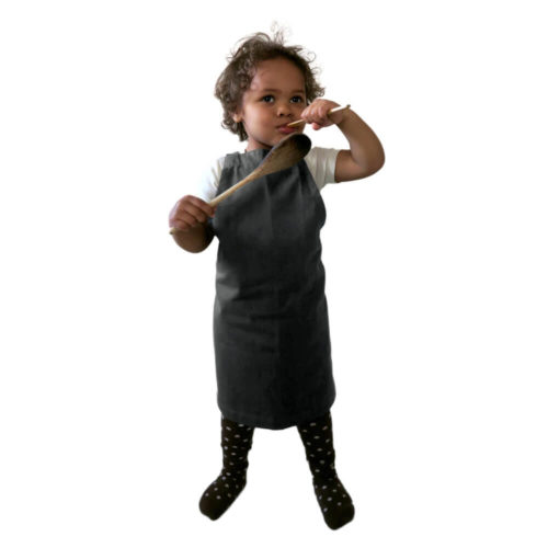 Kids apron, age 3-6 in durable organic cotton. Bringing generations together through the joy of baking, cooking or getting messy with crafts. A simple design with a neck and waist strap. 45 X 55 cm. Seen here in dark grey. For older young chefs, we have the Junior Apron, for (around) 7-11 year olds.