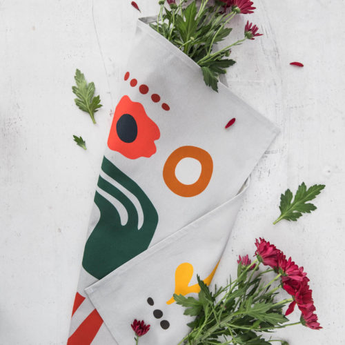 Beautiful, absorbent and soft kitchen floral tea towels, with a custom design inspired by Scandinavian aesthetics and shapes from nature. This hand towel or tea towel makes a perfect gift for all ages and adds a minimalist yet uplifting Nordic feel to your kitchen. Softer + Wild nature inspired tea towels are made from 100% natural untreated cotton and are hemmed on 4 sides. The tea towel are made in the UK. All fabric patterns are bespoke, original designs created for this particular product in their own studio in Lewes. With care about the environment, these products come in a fully recyclable natural card box. Hanging loop 49cm x 70cm 100% cotton Wash at 40 degrees Made in Great Britain