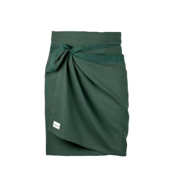Giant kitchen towel apron in dark green. Designed in Denmark, made from GOTS certified organic cotton. A practical and versatile towel that also works well as an apron. Sustainable Scandinavian design in a range of colours. 155 x 60cm