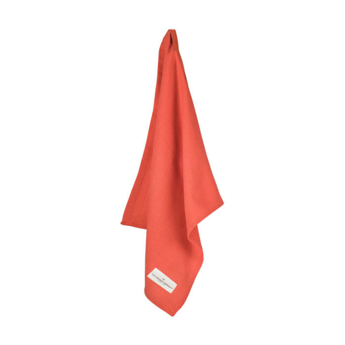 Organic napkins in many colours, shown here in coral (Pantone colour of the year 2019). Defying seasonal trends, these cotton napkins are designed for long term use. They have a handy loop for hanging or attaching chopsticks or other table decor. Sustainable Scandinavian kitchen textiles and homewares. Designed in Copenhagen, Denmark. 40x50cm