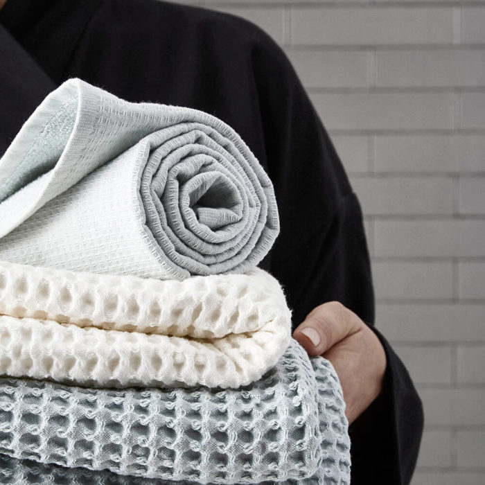 Imagine a big waffle towel and large throw blanket that's large enough to be like an adult snuggle blanket. Remember the mini version you perhaps had as a child? Well, here you have it in organic cotton with a luxurious and tactile waffle weave. The extra large throw and towel is multi-use as an absorbent large bath towel, a cosy sofa throw or large bedspread. And why not bring it along as as a pool towel or picnic blanket? You can choose the Scandinavian colour that best suits your style. Seen here with the big waffle medium towel. Size: 100 x 150 cm Material: 100% GOTS certified organic cotton Weaving: Waffle, grosgrain strap