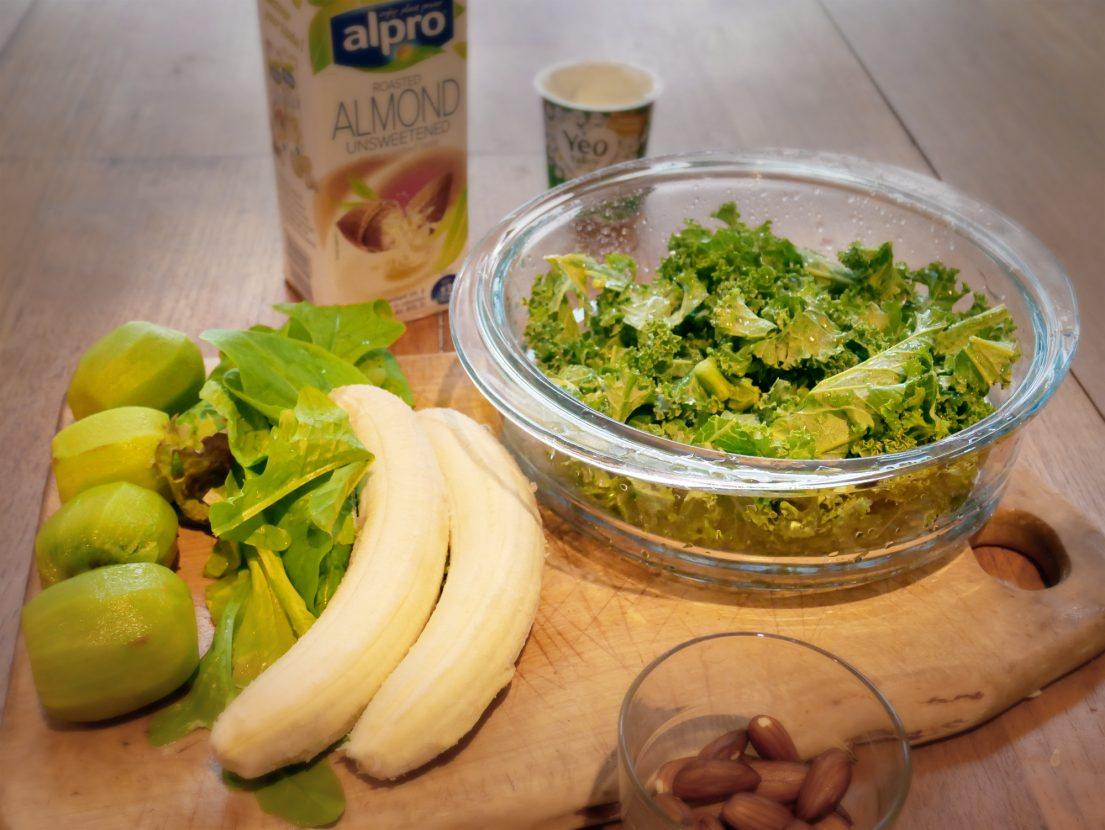 Sleep smoothie ingredients full of Vitamin D & C, magnesium, iron and more. Kale, lettuce, kiwi, bananas, almonds and flax seeds.