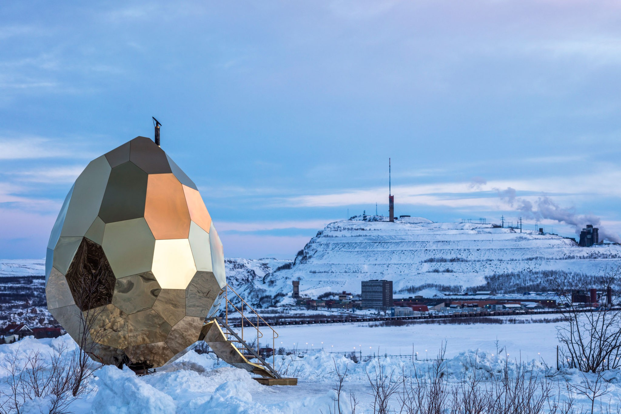 This outdoor sauna, the Solar Egg, was commissioned by Riksbyggen. Artist duo Bigert & Bergström built this sauna where the gold surface reflects both the iron ore and the installation's snowy environment in Lapland, above the Arctic Circle. This region switches between all day darkness and 24 hour midnight sun.