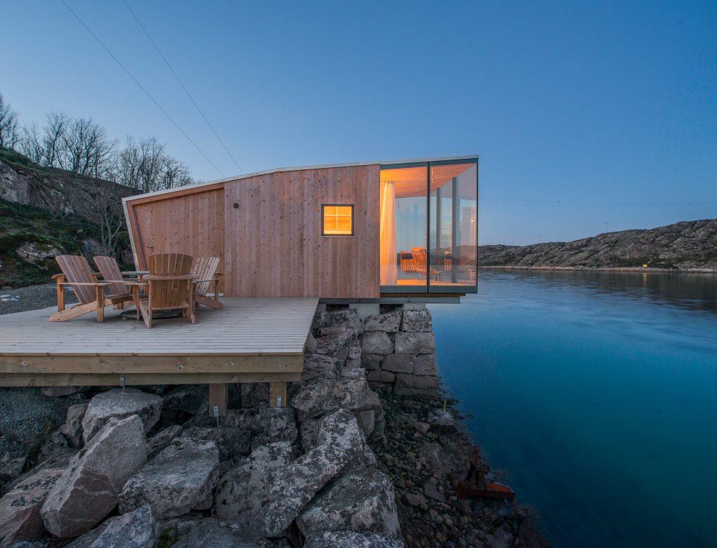 Norwegian cabin in wood and glass, creating minimal environmental impact.
