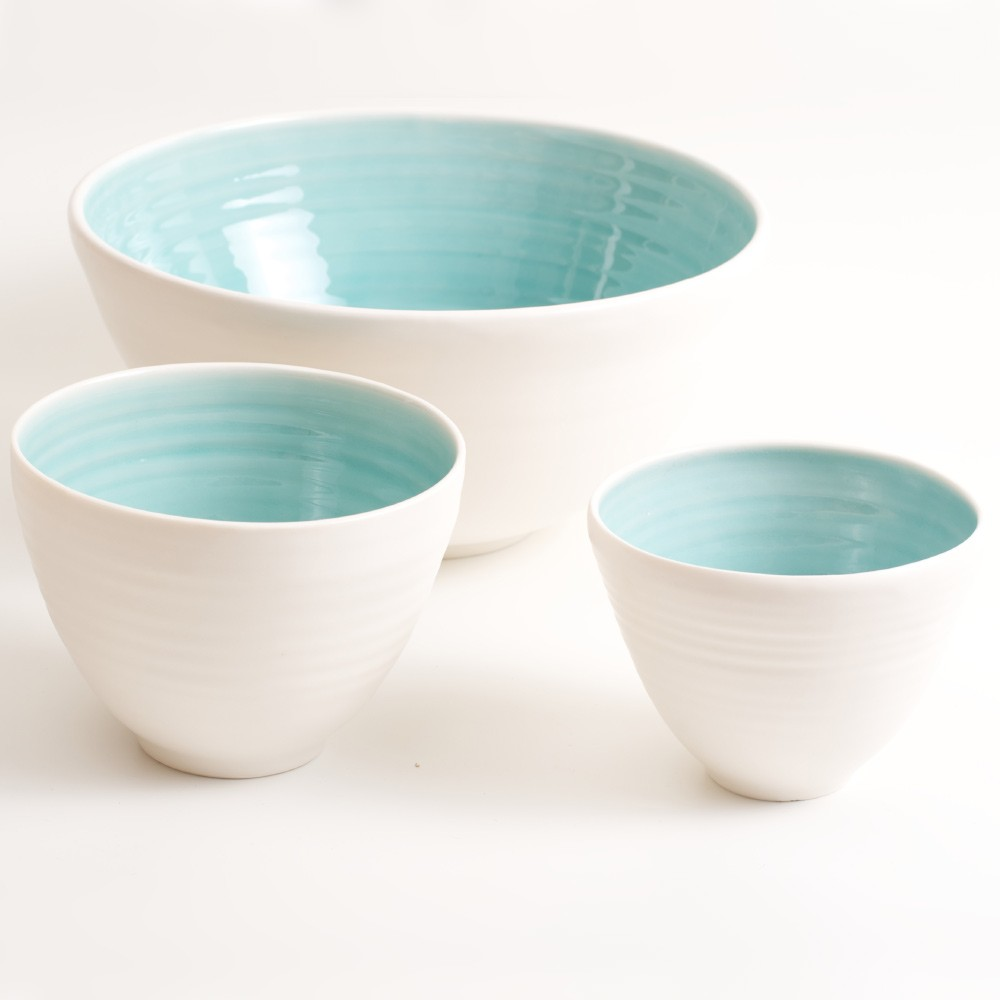 Handmade porcelain bowls, available in 3 sizes, 4 colours.