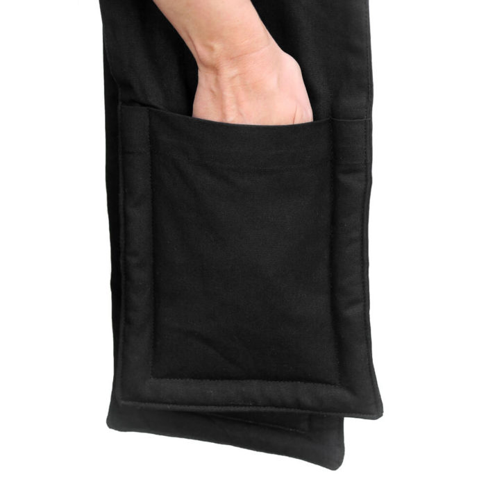 Organic cotton oven glove by The Organic Company, based in Copenhagen. Sold on Chalk & Moss (chalkandmoss.com).