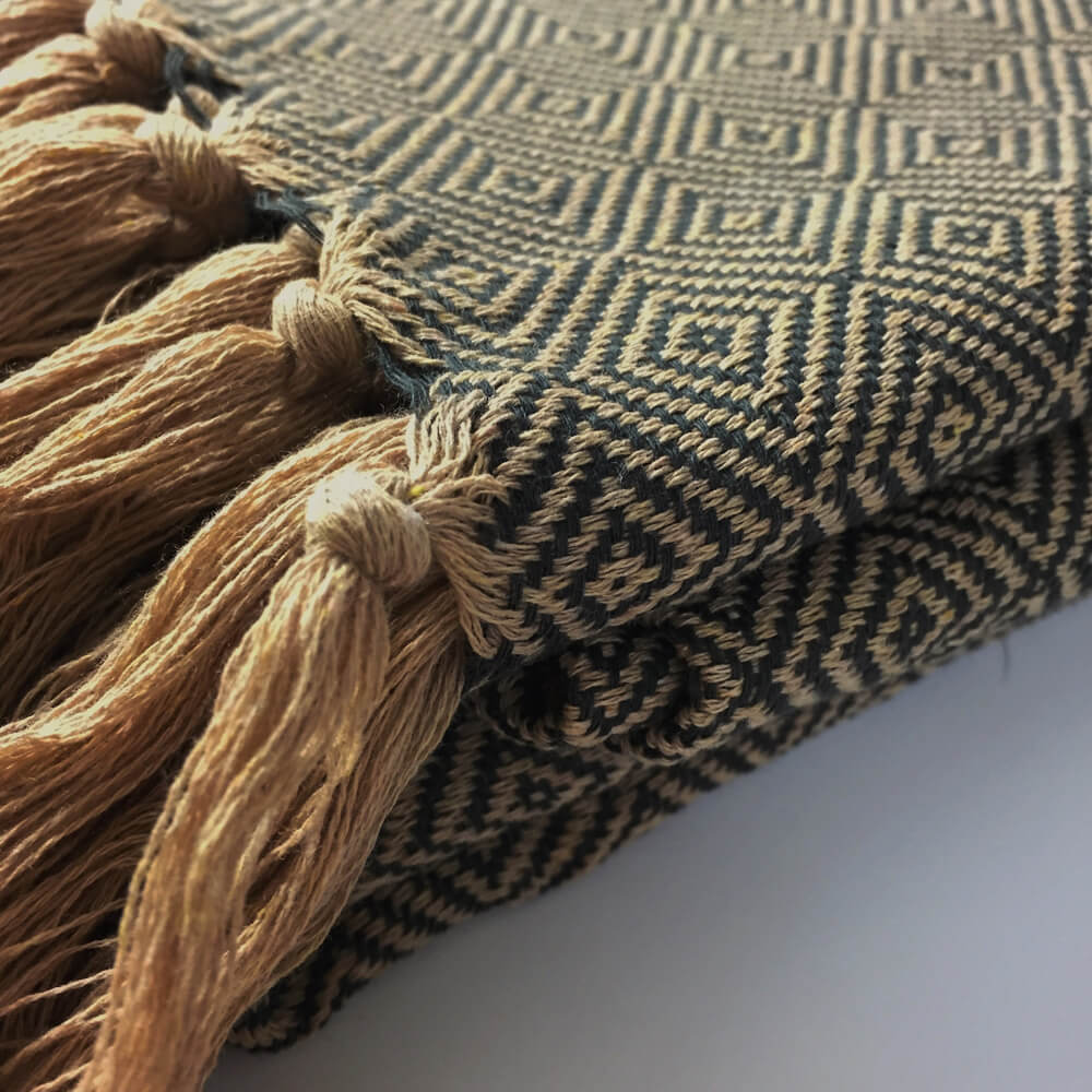 Mercur King size bedspread or large blanket in natural cotton. Turkish diamond weave made by family ateliers. 270 x 210cm