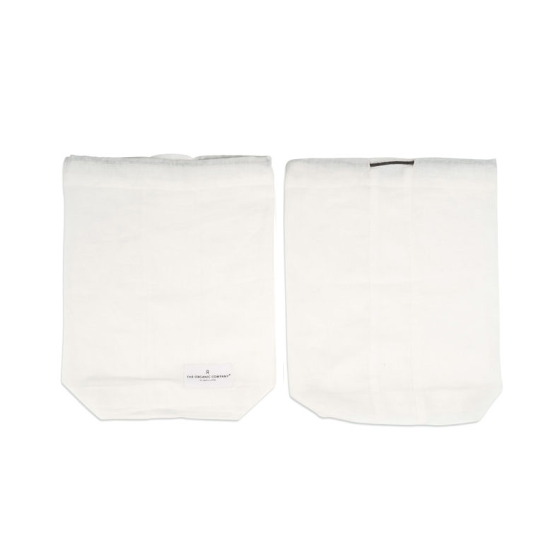 Food produce storage bag, keeping you away from plastics. Available in natural white or dark green in S/M/L (shown here in medium white). By The Organic Company on Chalk & Moss (chalkandmoss.com). Nature connected homewares for wellbeing.