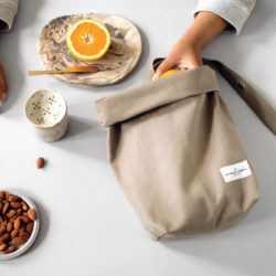 Eco lunch bag in heavy canvas, seen here in clay (also available in black, white and dark blue). Made by The Organic Company from 100% GOTS certified organic cotton. An ethical, washable and breathable alternative to plastic. 30 x 39 x 12cm