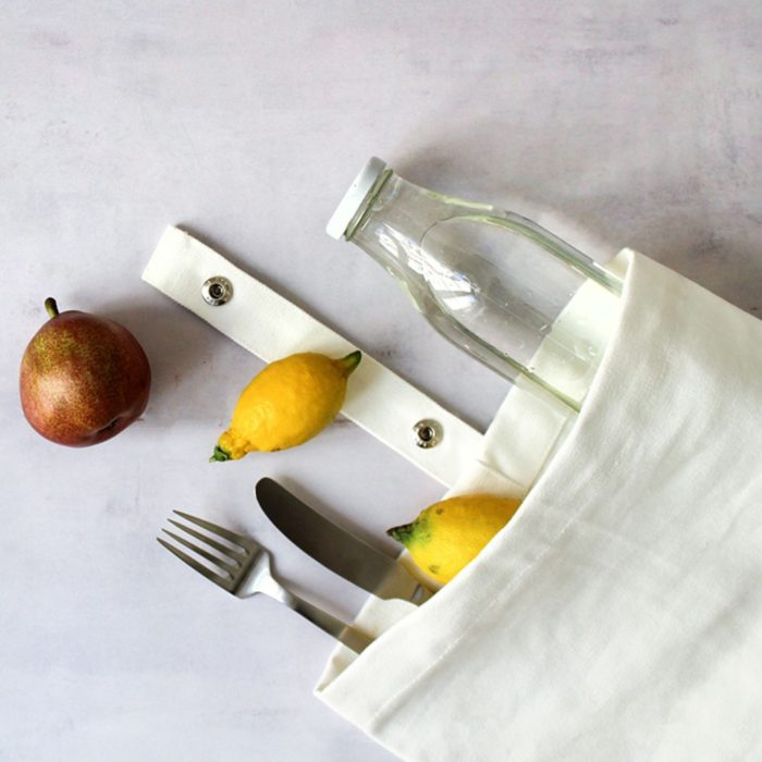 Eco lunch bag in pure cotton canvas by Organic Company on Chalk & Moss. Available in black, natural white and dark blue.