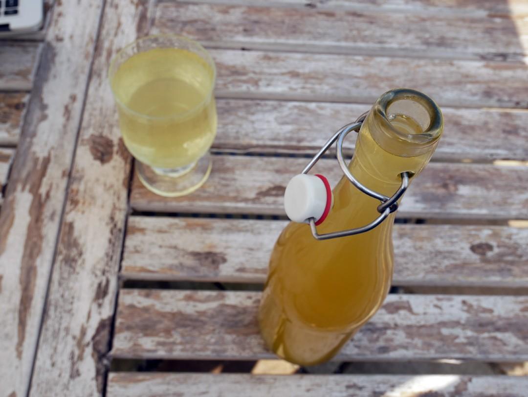 Home made elderflower cordial is very easy to do. Here are easy steps to make elderflower cordial.