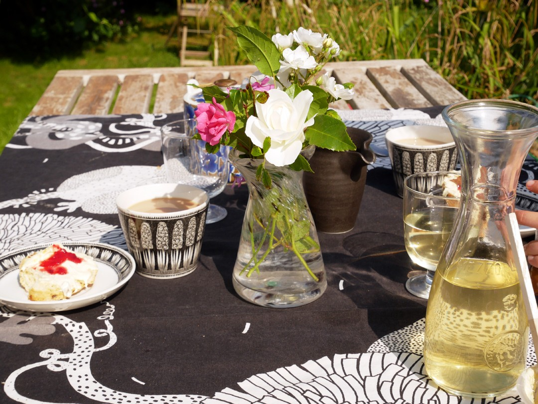 Elderflower and cream tea party! Find out how to make your own elderflower cordial with the easy steps on Chalk & Moss!