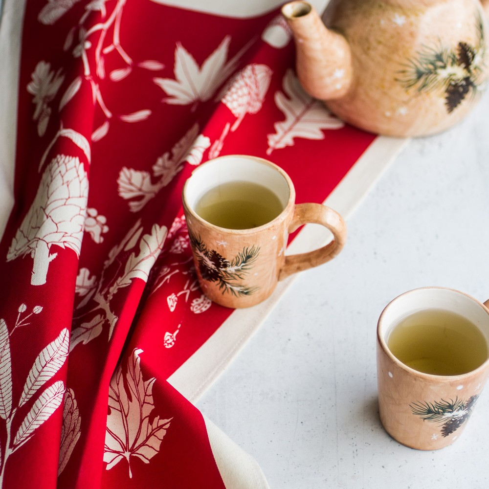 Winter tea towel with botanical leaves from this crisp season. Poppy red design to brighten your day. Available in other vibrant colours, all on chalkandmoss.com.