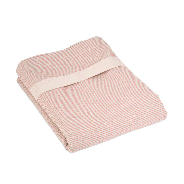 Extra large bath sheet home and away. Compact and fast drying, with a practical strap. Seen here in pink. 165 x 110 cm
