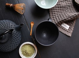 Big waffle kitchen and wash cloth by The Organic Company. Perfect for Plastic Free July and beyond! Shop plastic free alternatives at https://www.chalkandmoss.com/product-tag/plastic-free/