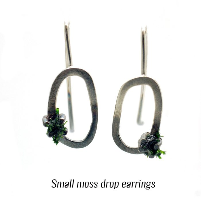 Green drop earrings in silver with real moss, restored with resin. Perfect for the outdoorsy girl! 3 sizes available (15-28mm long). This is size small. Also available in stud style.