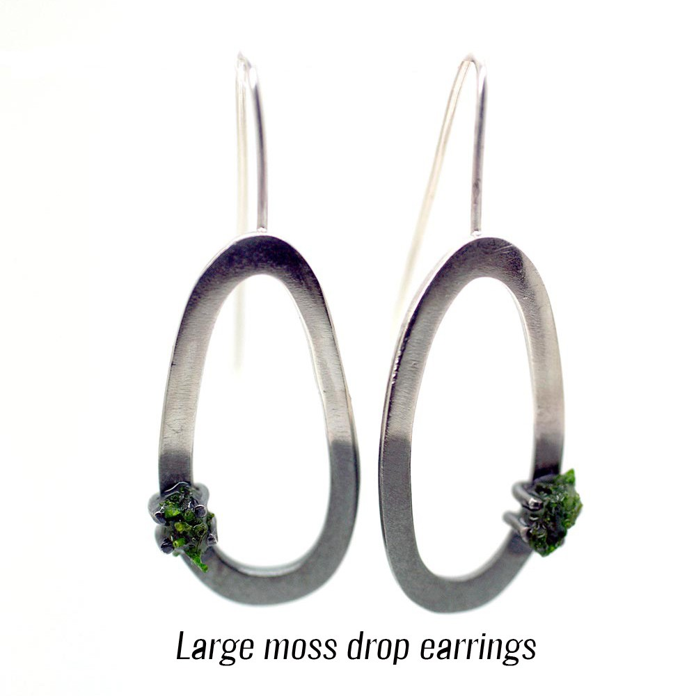 Green drop earrings in 925 silver, with detail of real moss. An ideal present for outdoor enthusiasts. Come in 3 sizes (15-28mm long). Shown here is large. You can also buy this as a stud (both on chalkandmoss.com).