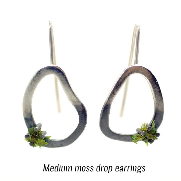 Green drop earrings in 925 silver, with moss. An ideal present for outdoor and forest enthusiasts. Come in 3 sizes (15-28mm long). Shown here is medium. Also available in stud attachment on Chalk & Moss.
