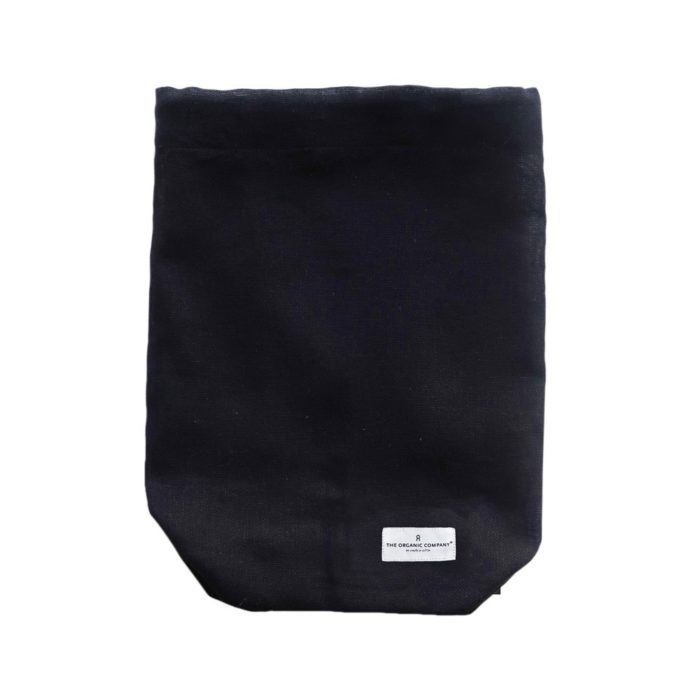 All purpose cotton drawstring bag in black, size large. It also comes in pale rose and clay, size S/M/L. Sustainably made plastic free by The Organic Company. This Danish brand is hugely popular on Chalk & Moss; your path to natural, zero waste living.