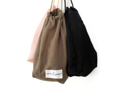All purpose cotton drawstring bag available in clay, pale rose and black, size small, medium and large. Sustainably made by Denmark's The Organic Company, your gateway to zero waste living on chalkandmoss.com!