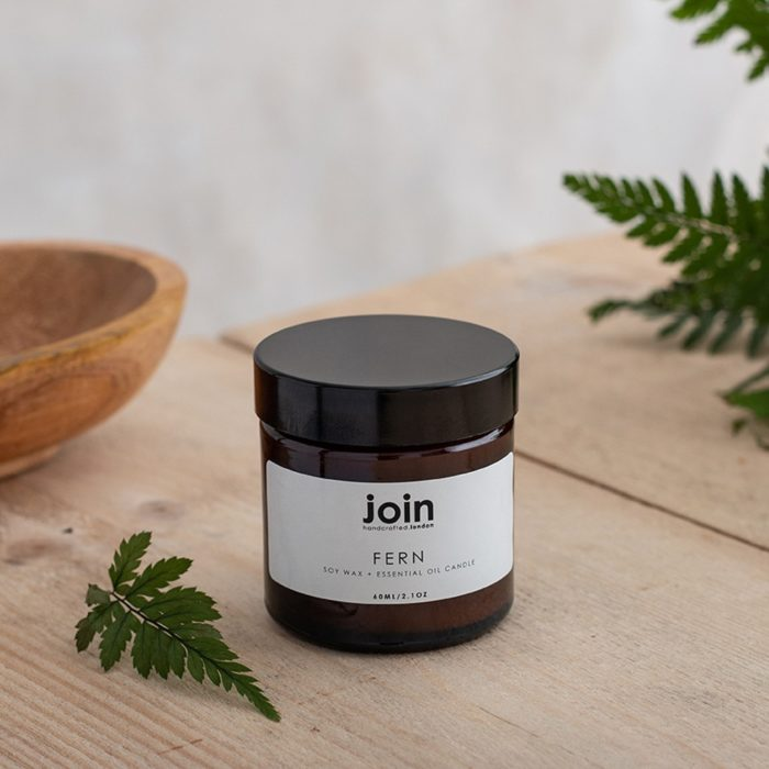 The Fern soy wax candle blend oozes fresh, zingy top notes of citrus fused with a elegant rose mid note and woody, herbaceous pine and rosemary undertones. A complex, refreshing fragrance that treats the senses. Choose your aromatherapy candle from three sizes. This is the smallest, 60ml size, with a burn time of 10-15 hours. The largest candle (180ml) burns for 45+ hours. Join's luxury aromatherapy candles are cruelty free, vegan and handmade in small batches in London with high quality essential oils and soy wax. They are presented in a lovely recycled gift box. You can see Join's full collection of soy wax candles, room diffusers, room mists at chalkandmoss.com.