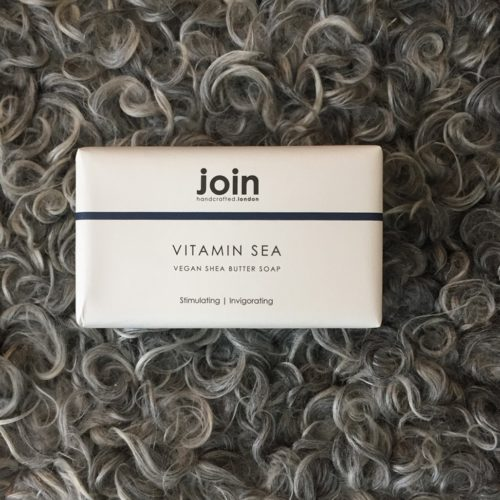 This refreshing Vitamin Sea vegan handmade soap soap bar is crafted in the UK. It is a triple milled blend of natural seaweed and shea butter. The invigorating seaweed has a fresh, salty fragrance and the 100% vegetable based shea butter leaves skin feeling moisturised. A substantial 200g bar wrapped in a minimal, monochrome recycled design, this soap is the perfect sustainable product for your kitchen sink or bathroom.