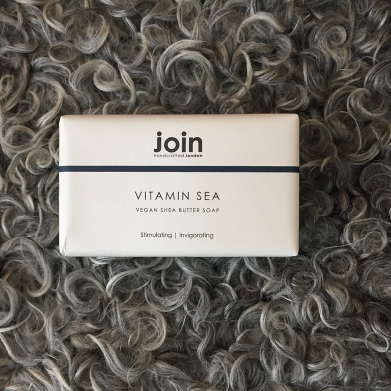 This refreshing Vitamin Sea vegan handmade soap soap bar is crafted in the UK. It is a triple milled blend of natural seaweed and shea butter. The invigorating seaweed has a fresh, salty fragrance and the 100% vegetable based sheabutter leaves skin feeling moisturised. A substantial 200g bar wrapped in a minimal, monochrome recycled design, this soap is the perfect sustainable product for your kitchen sink or bathroom.