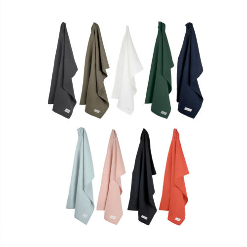 Kitchen towels in organic cotton, in a choice of dark blue, clay, white, dark green, charcoal grey, sky blue, pale rose, black and coral. Living Coral is Pantone colour of the year for 2019.