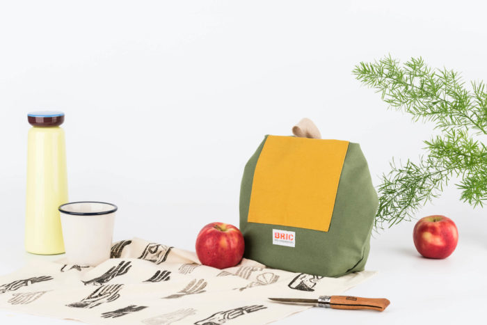 Eco friendly lunch bag - cotton canvas lunch containers with a washable lining. Front pocket & carry strap.