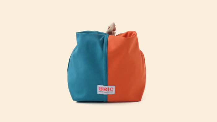 Bric Classic lunch bag in burnt orange and teal.