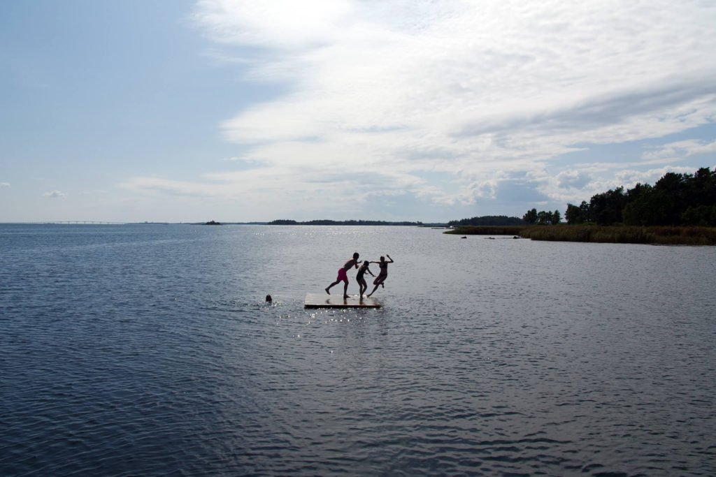 For family holidays in Sweden, the intimate sandy beaches on the east coast are ideal. There are no waves, tides, currents or steep drops, and the brackish water is pleasantly warm. So children can play safely in the water. The beaches all have jetties, giving hours of fun for all ages as you practise jumps, flips and maybe see what you can catch with a net and a bucket.