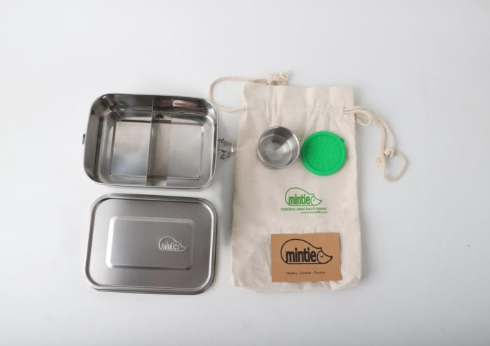Leak proof stainless steel lunch box set with a moveable divider. Perfect for lunches, leftovers and sandwiches on the go, picnics, snacks and storage. 1.2 litre capacity, 18.5cm x 13.5cm x 5.5cm