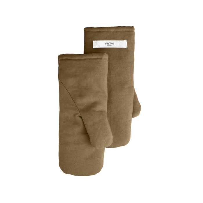 Oven mitts in khaki, made from pure organic cotton with substantial padding to handle hot pans.