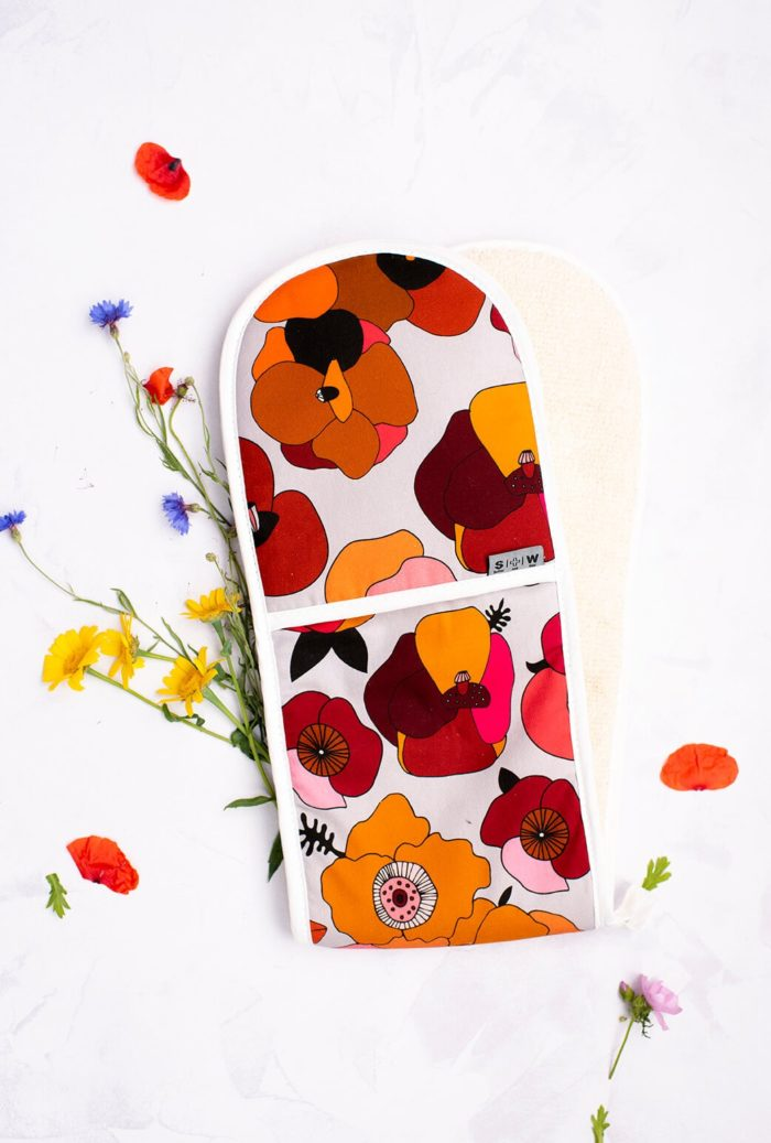 Beautiful, bold and colourful floral oven gloves (double) - a unique poppy design with soft, heatproof towelling back made in the UK from 100% natural cotton. Colours: Red, Pink or Blue colourway (seen here in red). 80x20cm Perfect for a housewarming gift, birthday gift for the keen chef, or a passionate foodie Christmas gift for the expert or aspiring cook and baker. Match with the Poppy tea towel for a full colour explosion!