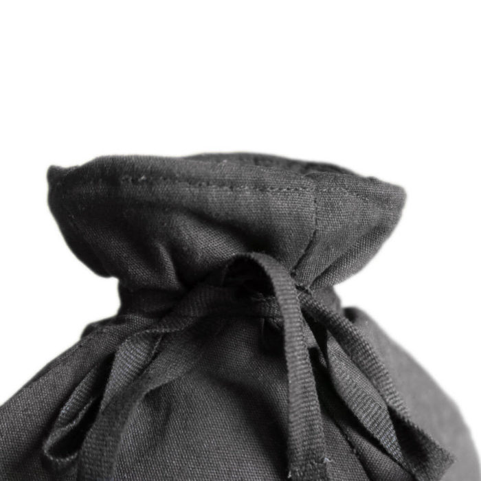 Cotton tea cosy in 100% organic cotton, with ample padding to stylishly keep your tea warm. Grey, rose, blue or earthy clay. Seen here is the detailing at the top.