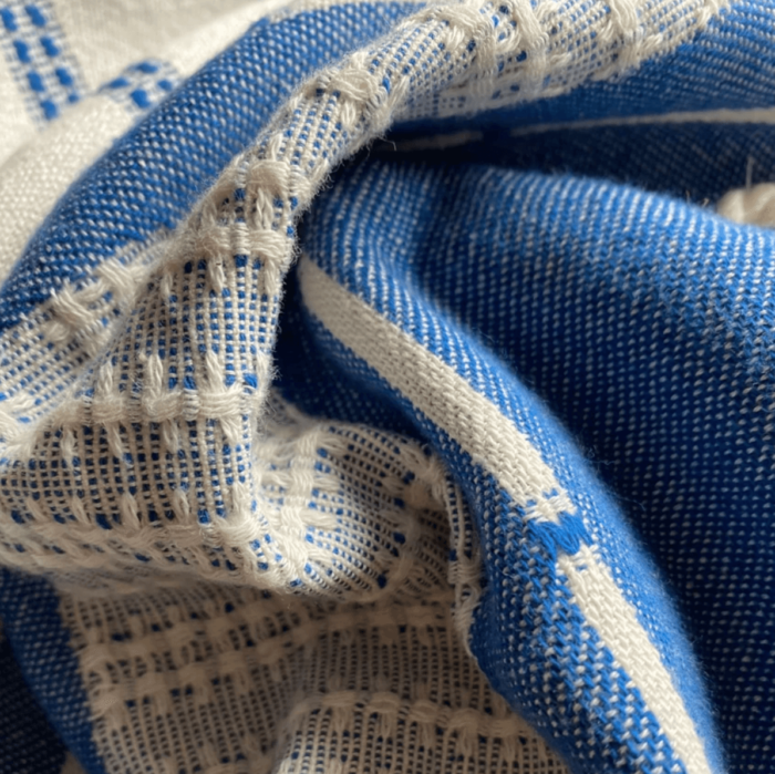 Defne are super soft and sumptuous, jacquard loomed peshtemals in organic cotton, perfect for cooler seasons. 90 x 175 cm. Seen here in close up of the denim colour.